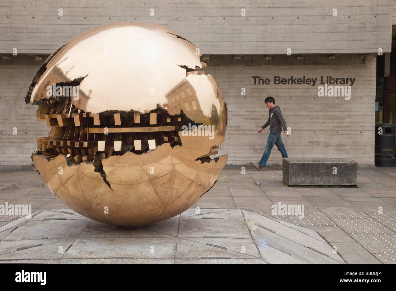 Sphere within a Sphere Sculpture by italian sculptor Arnaldo Pomodoro outside Berkeley Library Trinity College Dublin - Stock Image