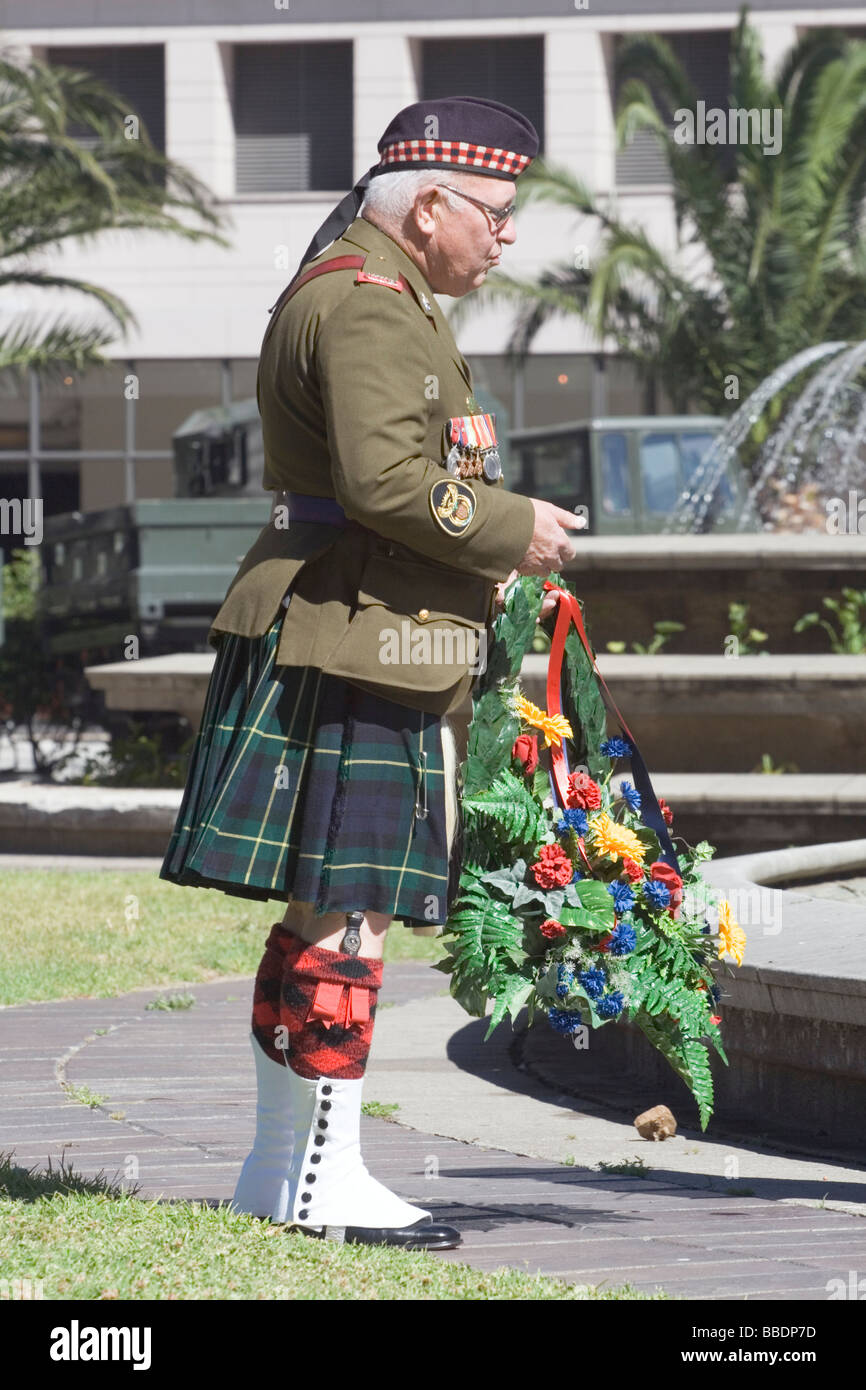 A Warrant Officer of the Cape Field Artillery lays a wreath to commemorate Armistice Day on 9 November 2008 in Cape - Stock Image