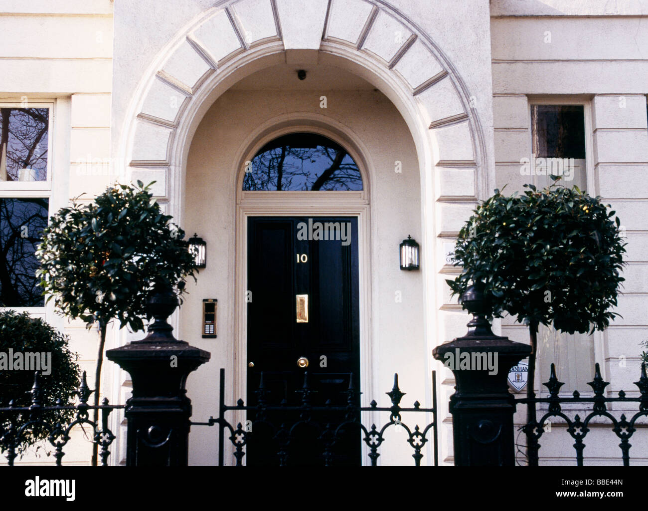 white house black door london home stock photo 24282181 alamy rh alamy com  white houses with black doors and shutters