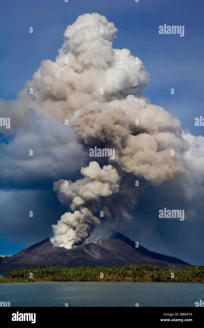 Volcano erupting in Papua New Guinea - Stock Image