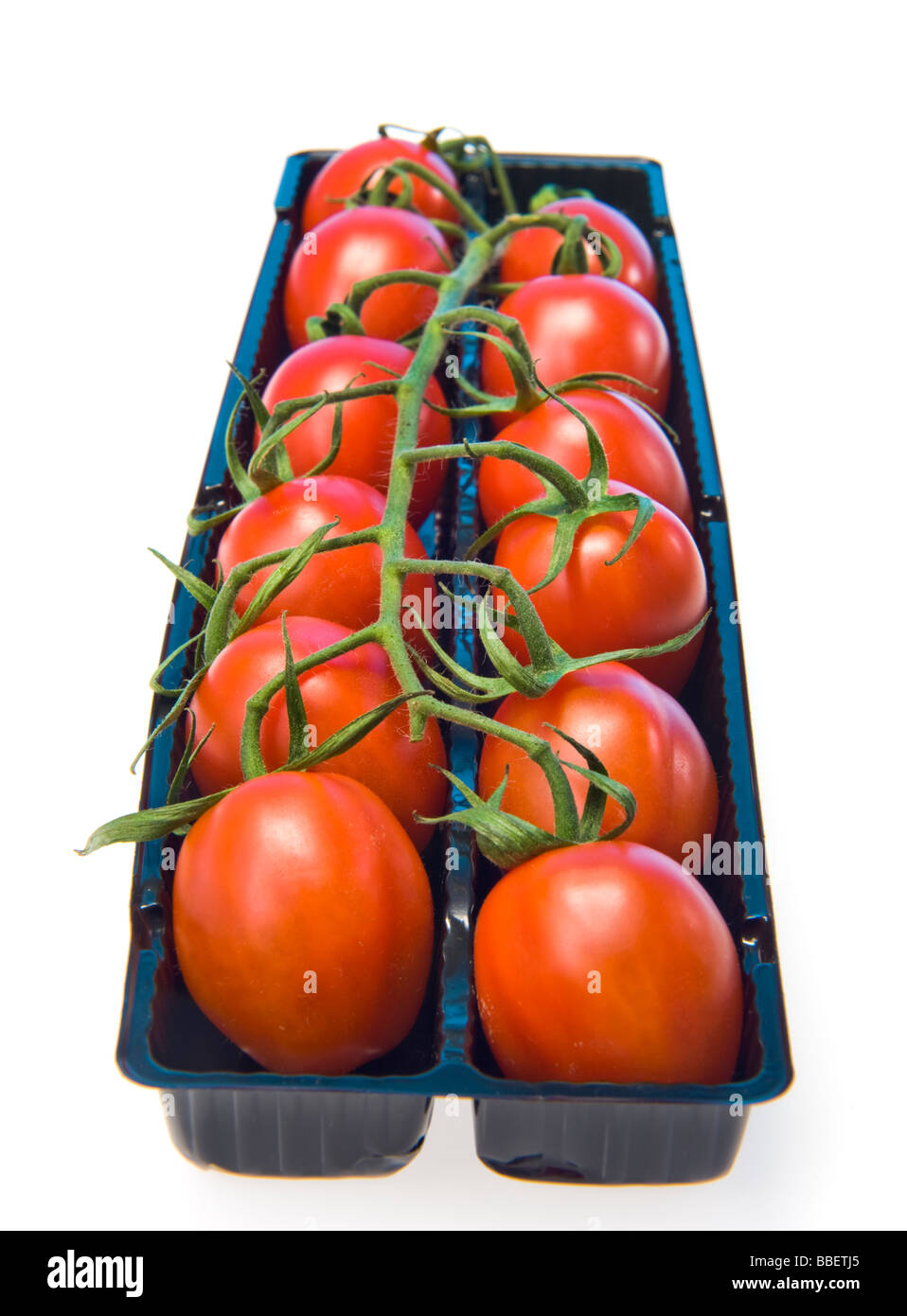 plum tomato panicle in black selling box red green black white background plumtomatoes tast tasty healthy health - Stock Image