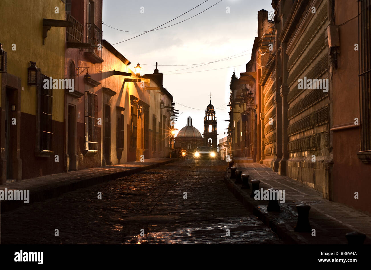 Car Driving at Night, Church of San Francisco in the background, San Miguel de Allende, Guanajuato, Mexico - Stock Image