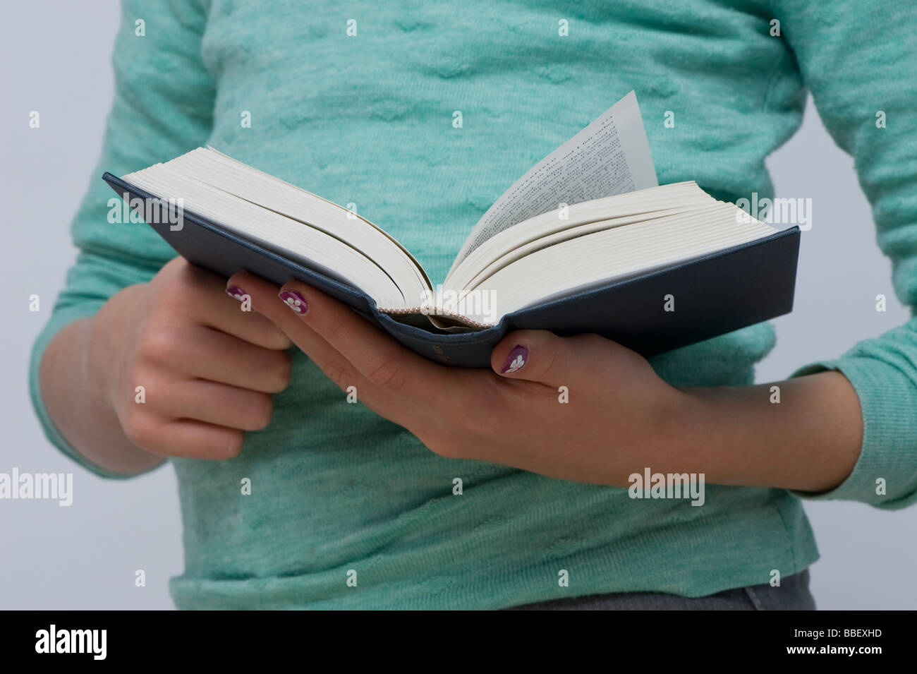 Young girl reading a book - Stock Image