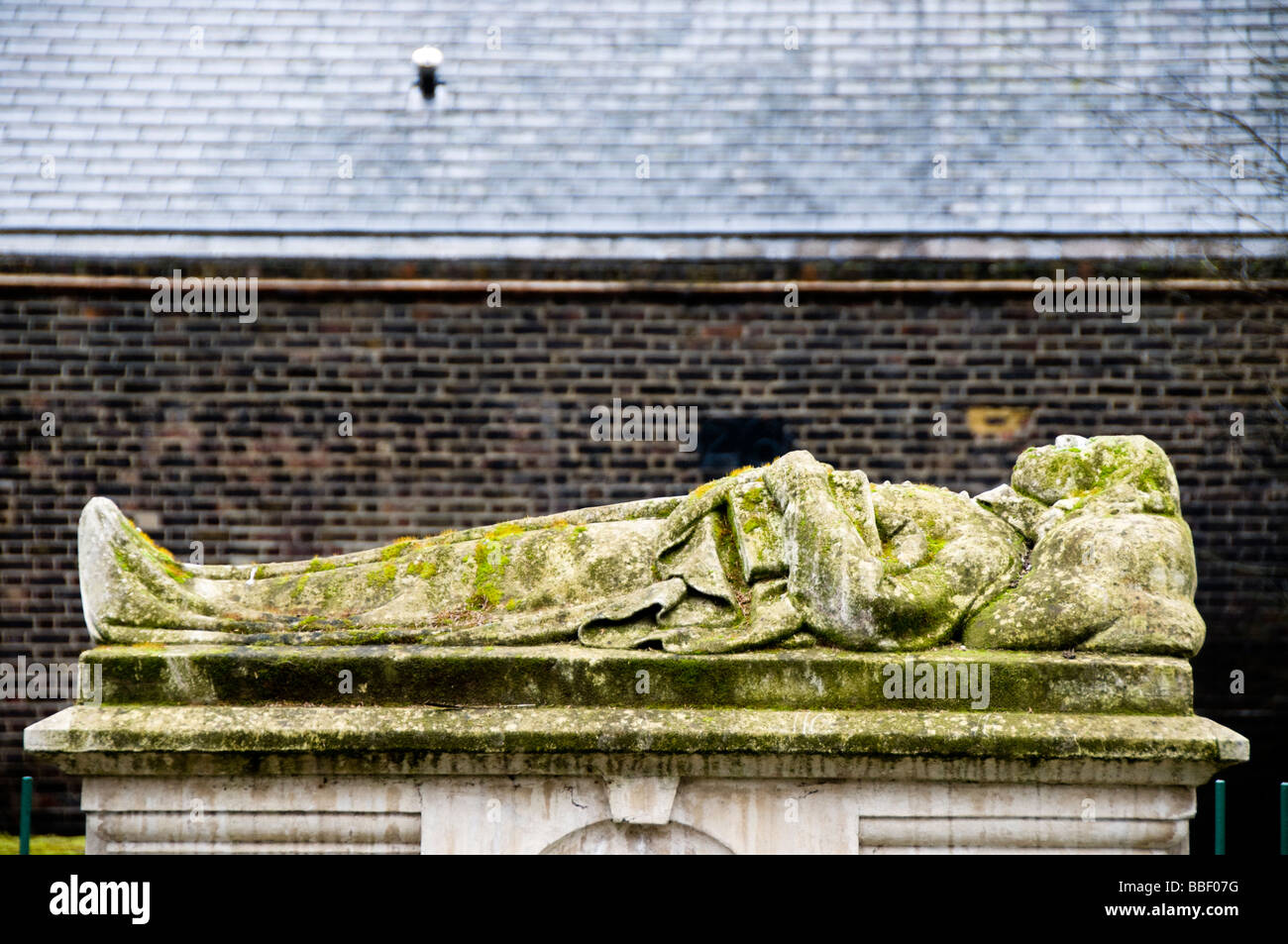 The grave of John Bunyan, Bunhill Fields Cemetery, London, UK - Stock Image
