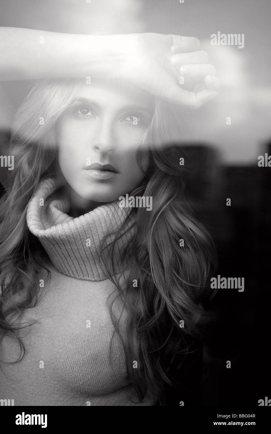 1253640 people one woman model 25 30 adult brunette long haired black white hand head window glass reflection portrait - Stock Image