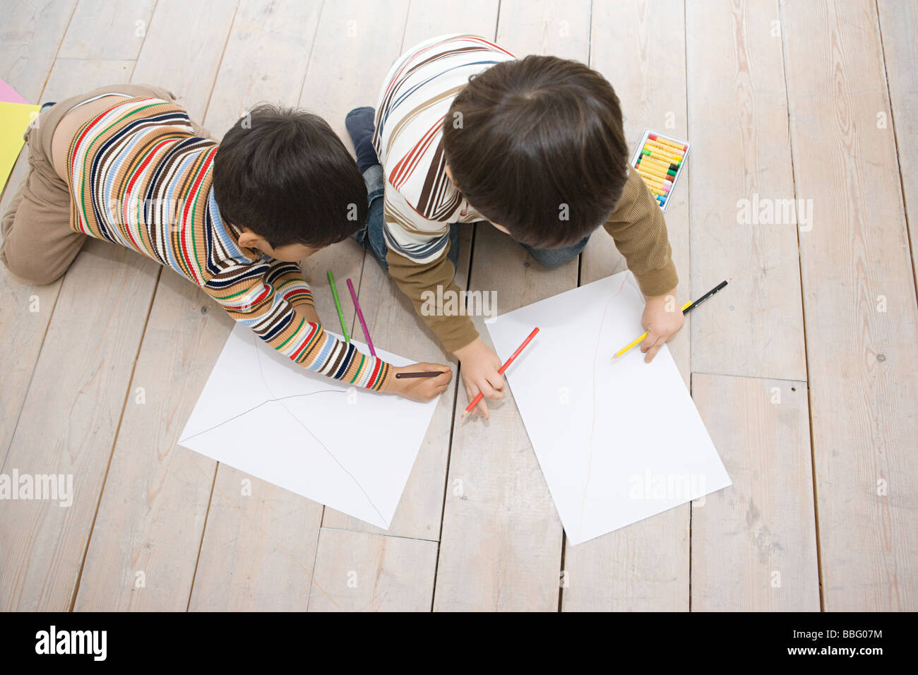 Boys drawing with colouring pencils - Stock Image