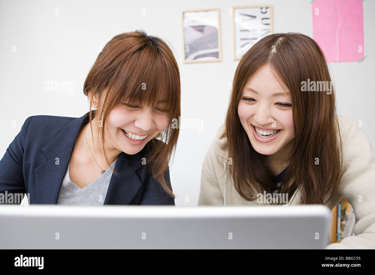 Young women with laptop - Stock Image
