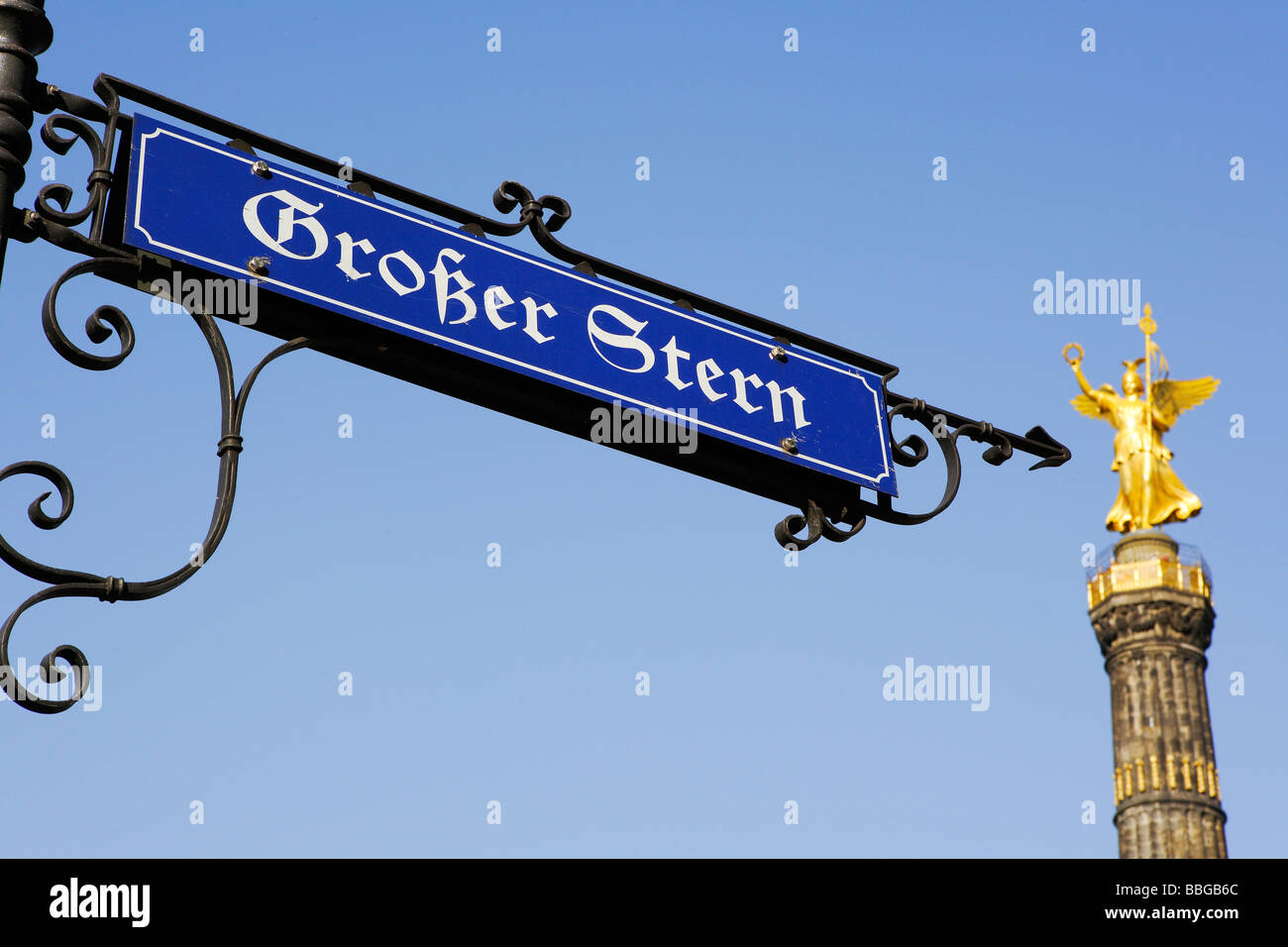 Street sign, Grosser Stern, Great Star, statue of Victoria on the Siegessaeule, Victory Column in Berlin, Germany, - Stock Image