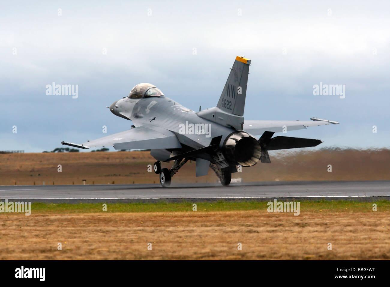 F 16 Fighting Falcon Landing - Stock Image