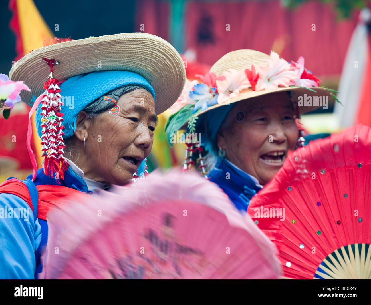Rwo Women Singing at the Bai Raosanling Festival, Dali, Yunnan Province, China - Stock Image