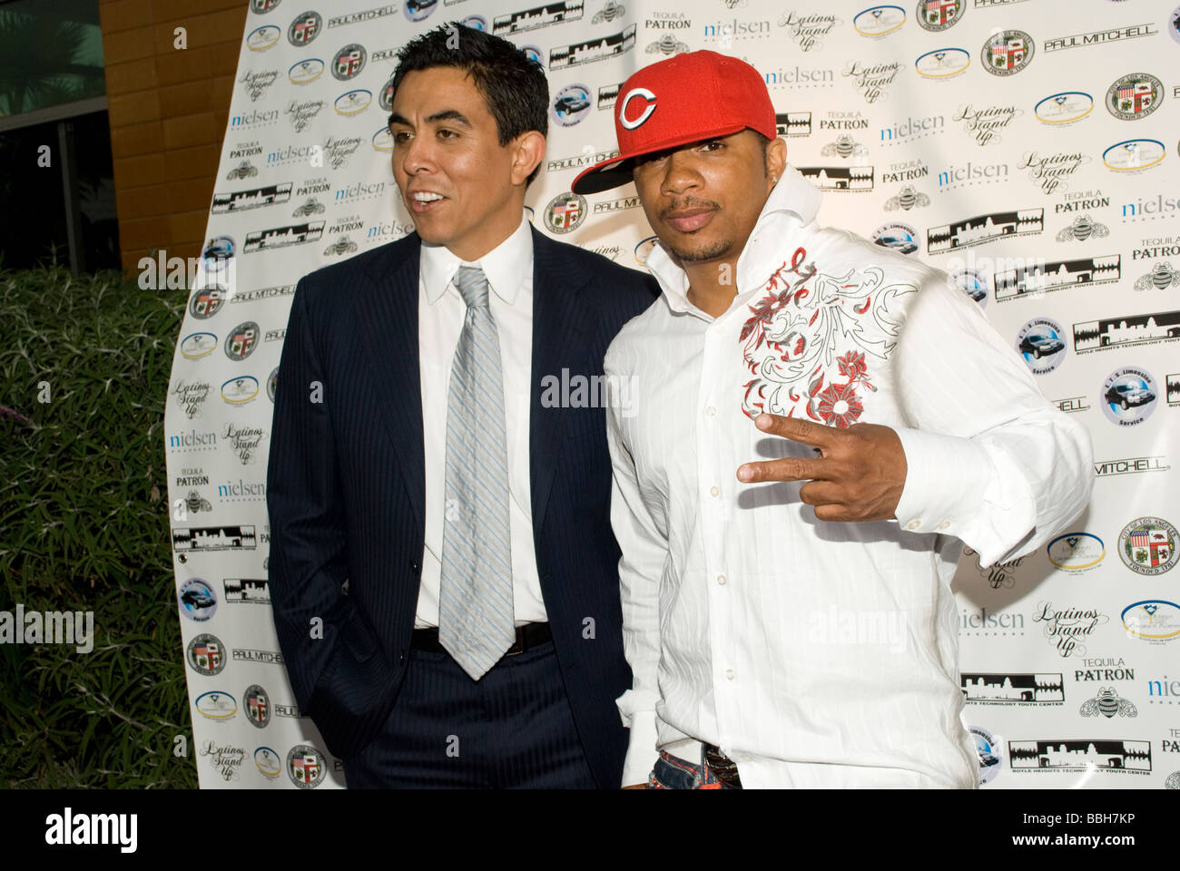 LOS ANGELES, CA – May 29, 2009 – Executive Direct of Boyle Heights Tech Youth Center Ozzie Lopez and celebrity choreographer - Stock Image