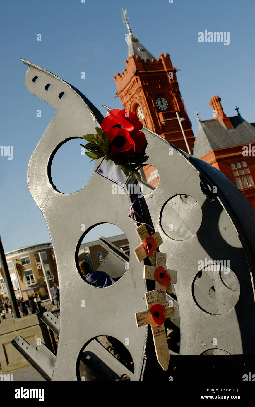 Poppies Rememberence Day Tributes on the Merchant Navy Memorial Cardiff Bay - Stock Image