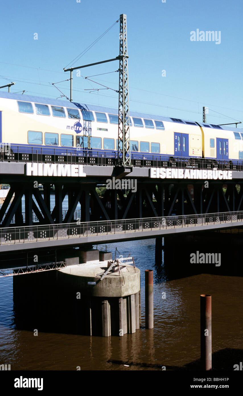 May 29, 2009 - Metronom train crossing Oberhafenbrücke upon departing Hamburg central station. - Stock Image