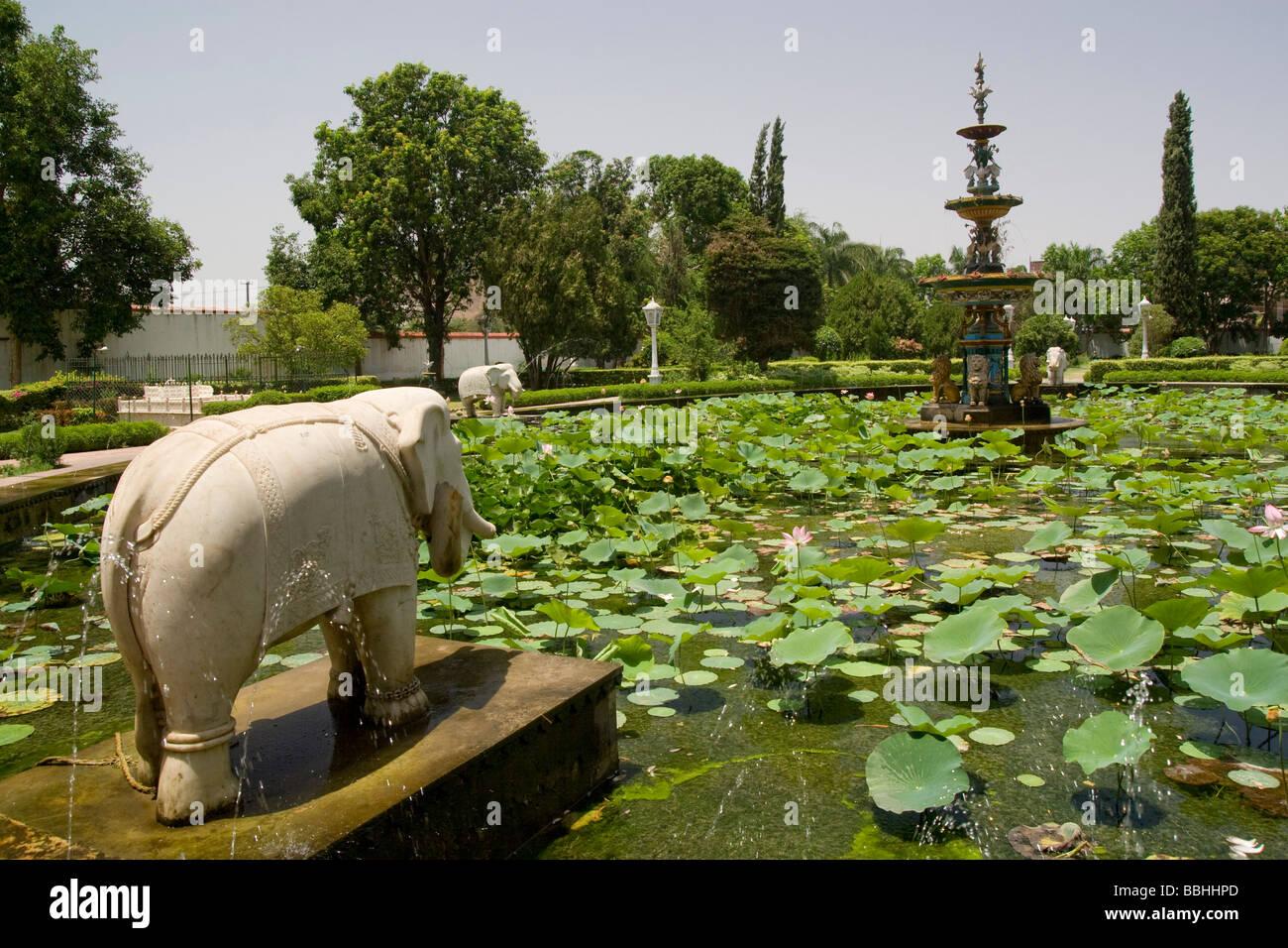India Rajasthan Udaipur Saheliyon Ki Bari Gardens