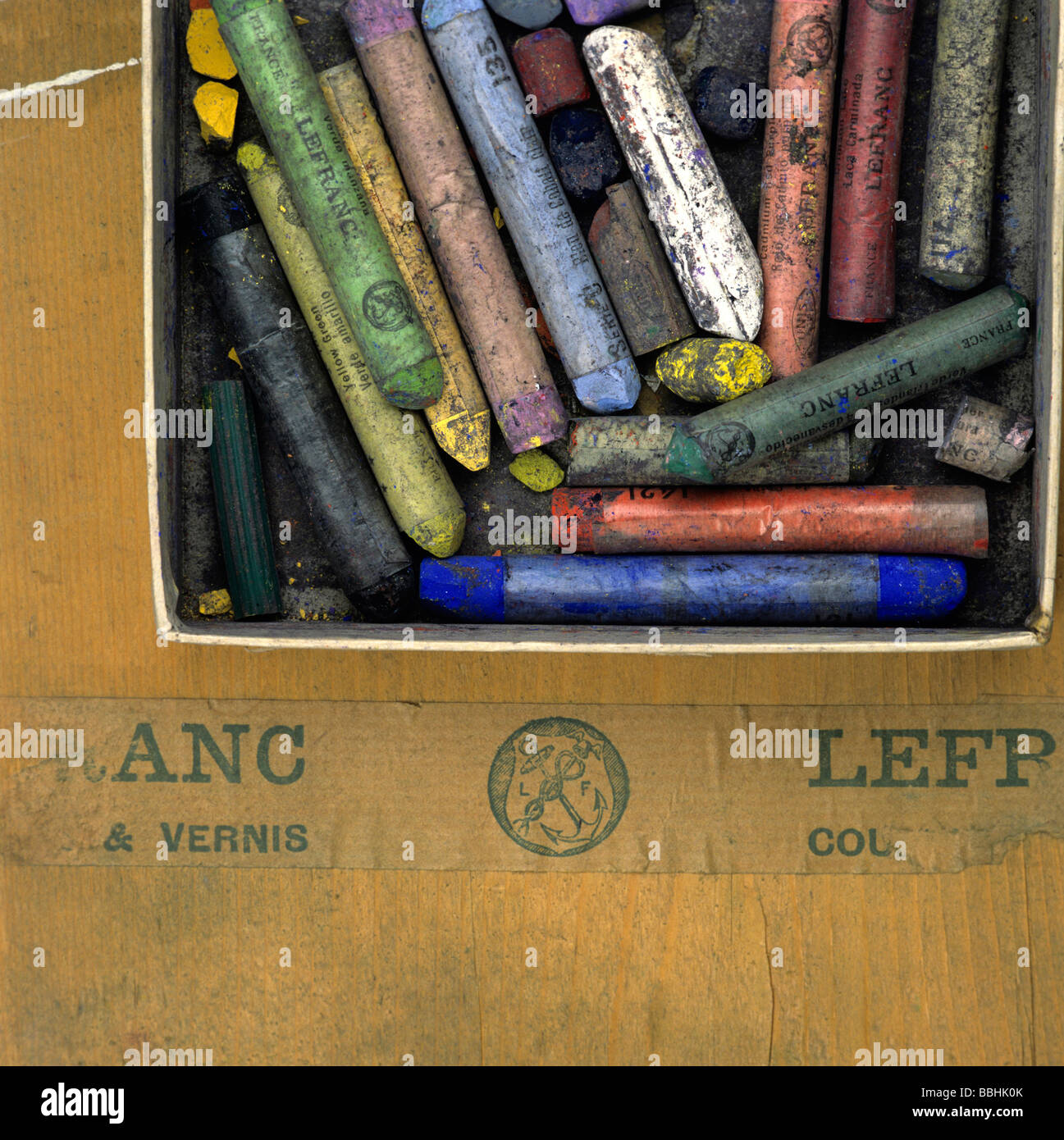 Box of old well-used pastels - Stock Image