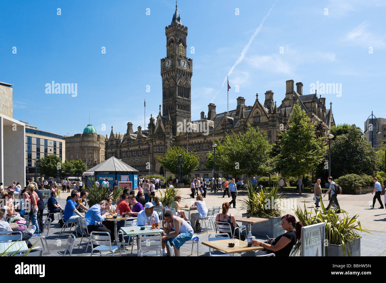 Cafe in front of City Hall, Centenary Square, Bradford, West Yorkshire, England - Stock Image