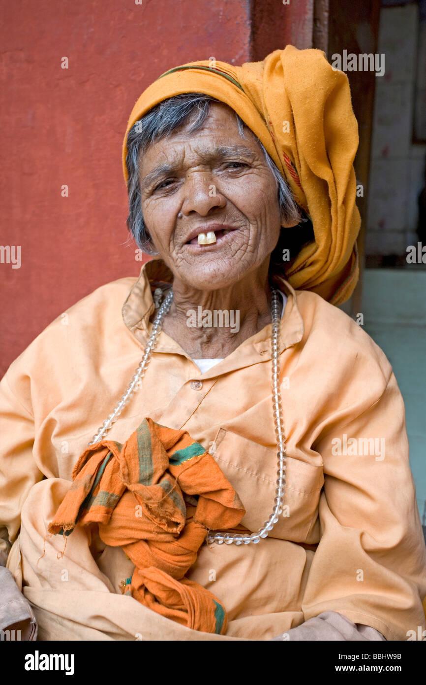 Woman beggar at Vishwanath Temple. Uttarkashi. Uttarakhand. India - Stock Image