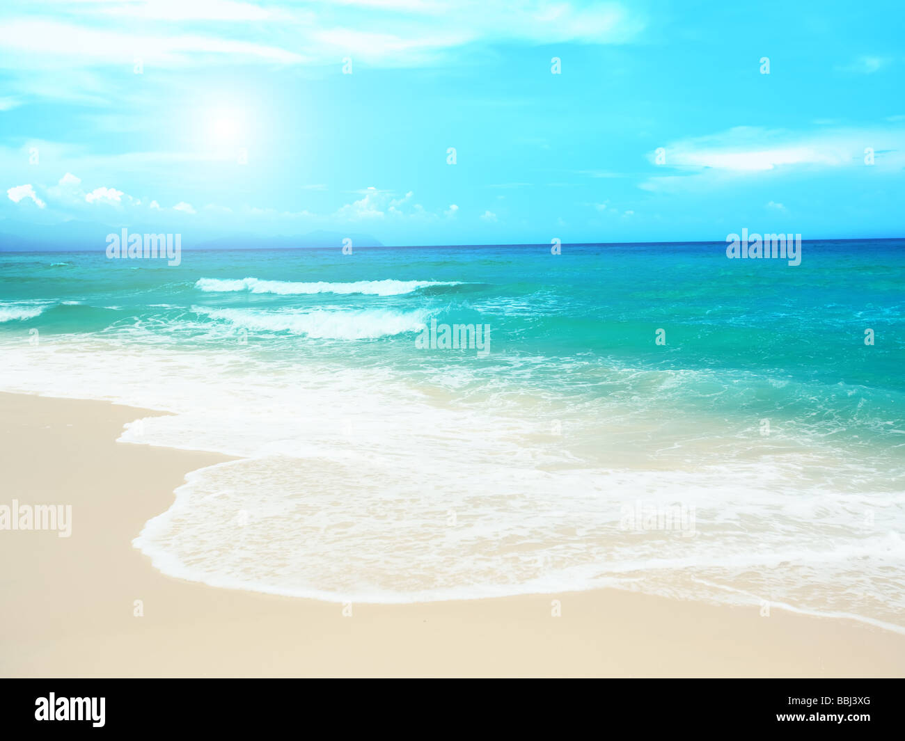 Gorgeous sandy tropical beach in sunny day - Stock Image
