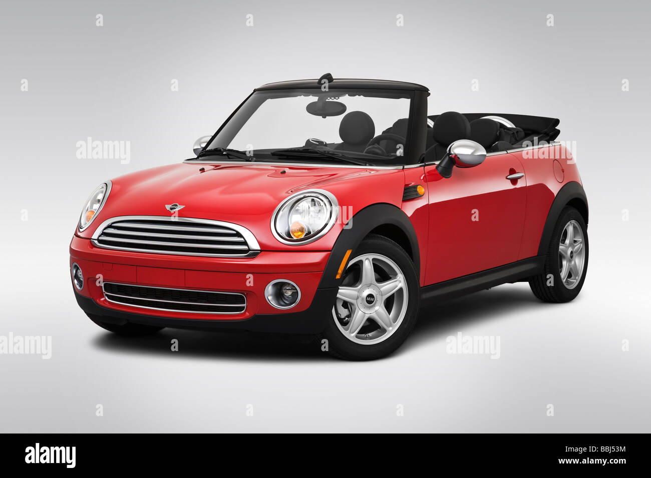 2009 Mini Cooper in Red - Front angle view - Stock Image