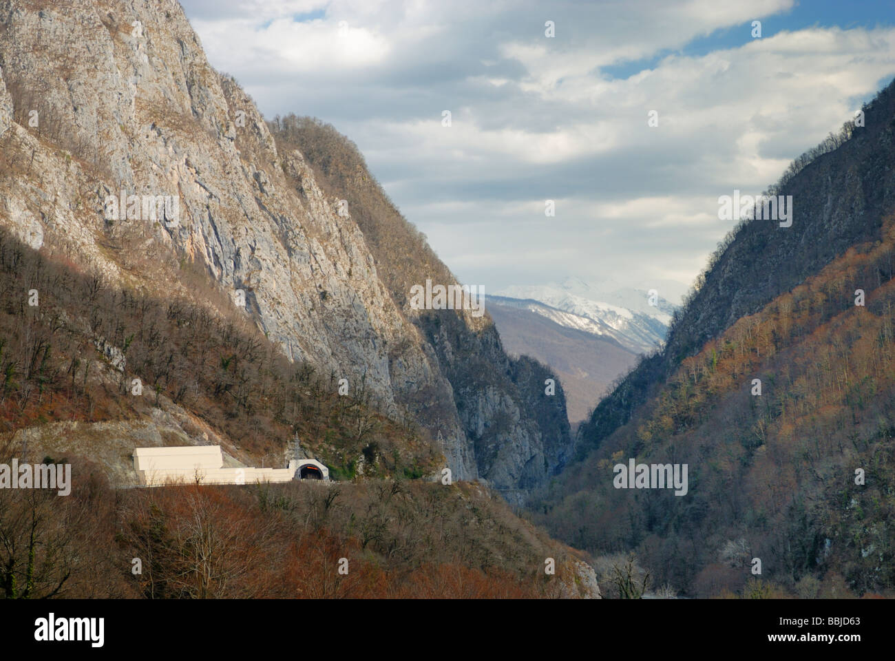 Road and tunnel in mountain gorge. Road from Sochi to Krasnaya Polyana - Stock Image