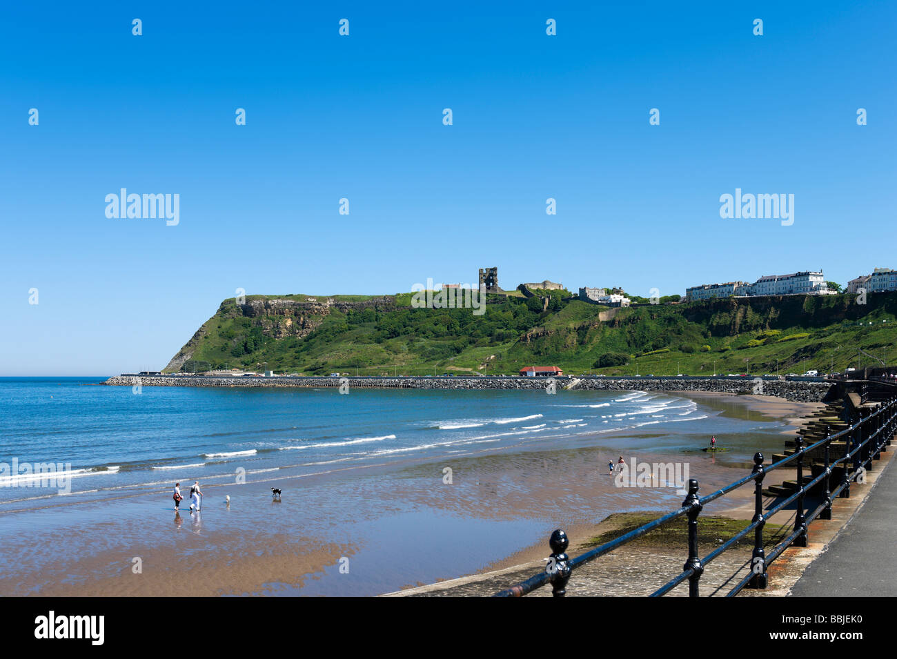 North Bay beach with the castle in the distance, Scarborough, East Coast, North Yorkshire, England - Stock Image