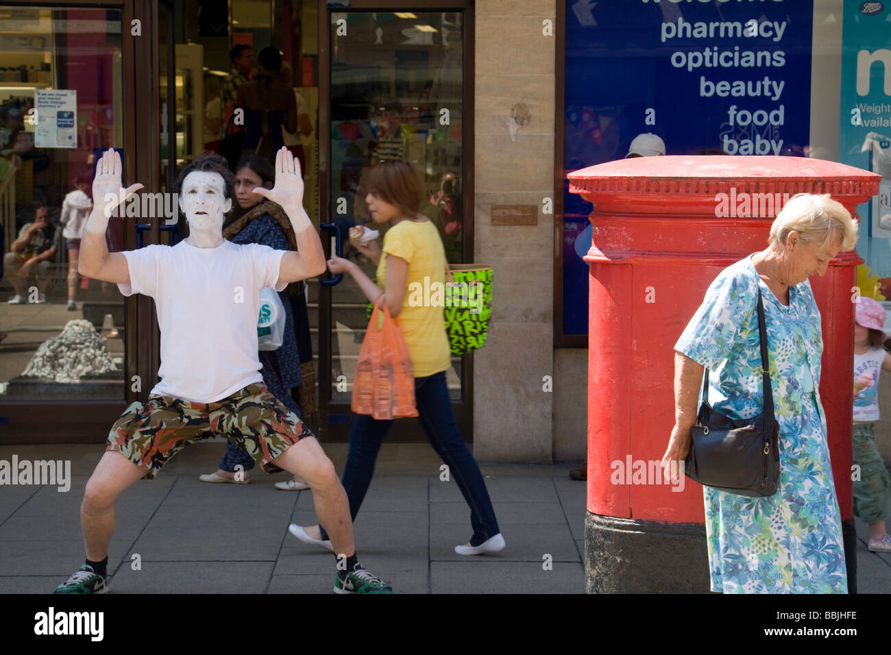 A mime artist being ignored on Sidney Street, Cambridge, UK - Stock Image
