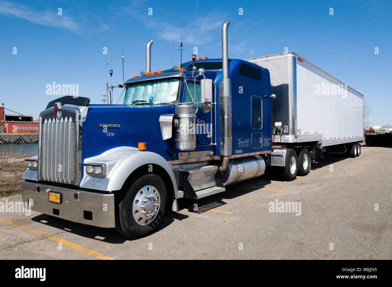 Kenworth truck at parking lot, Toronto - Stock Image