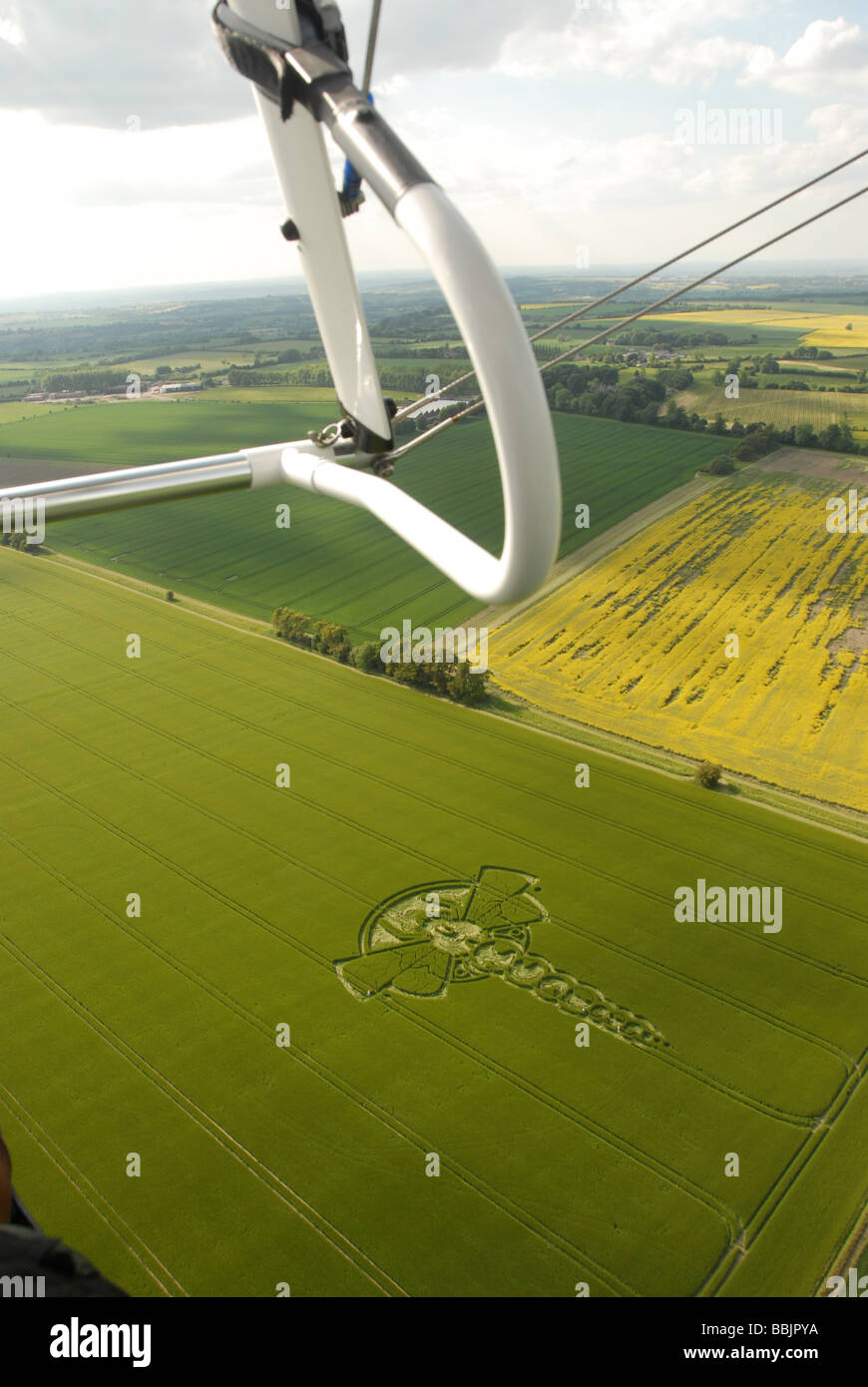 Aerial shots of the 2009 Yatesbury Dragonfly Crop Circle, from microlight, controls and horizon visible. - Stock Image