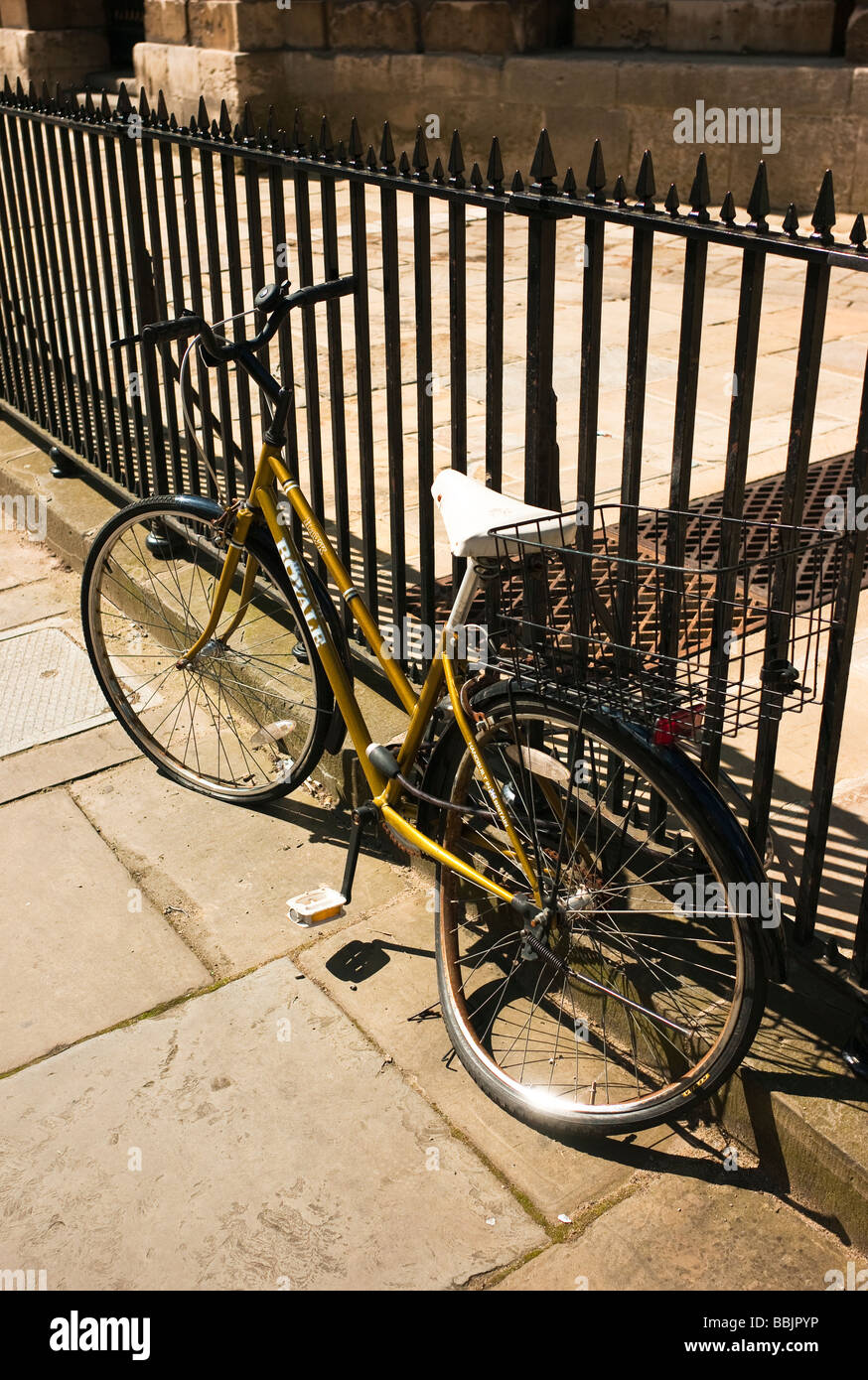 Royale Hawk hand built icycle damaged while secured to railings in Oxford UK - Stock Image