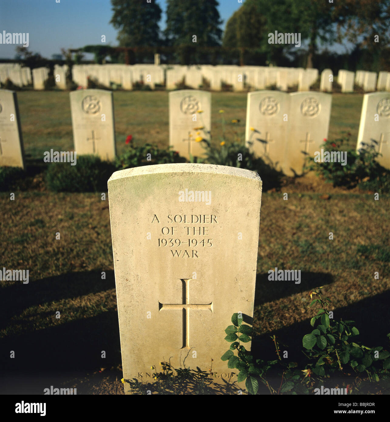 Grave of an unknown soldier at the Commonwealth Military Cemetery at Hermanville-sur-mer, Normandy, France - Stock Image