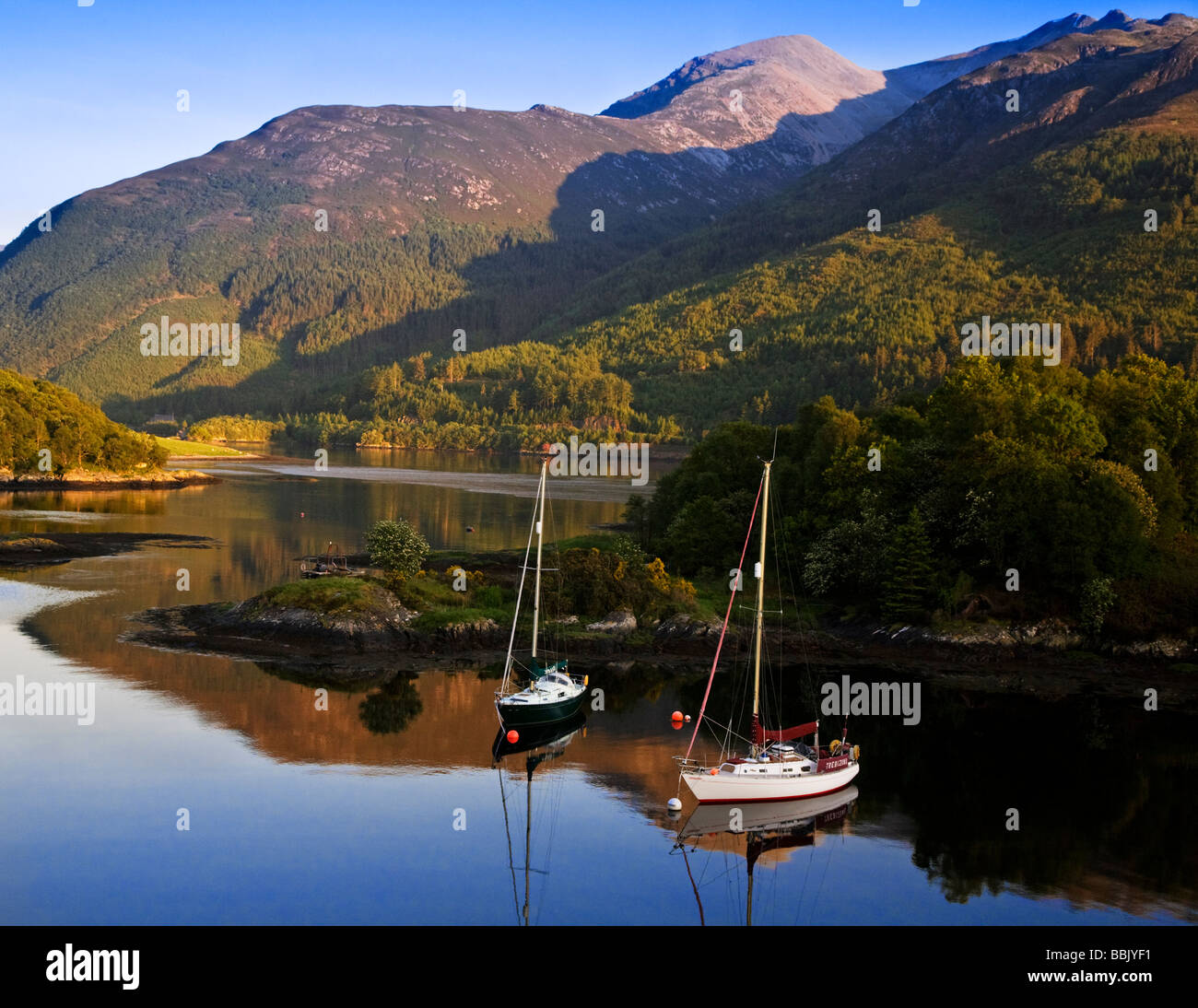 Yachts at anchor in Bishops bay, Loch Leven, Lochaber, Scotland. - Stock Image