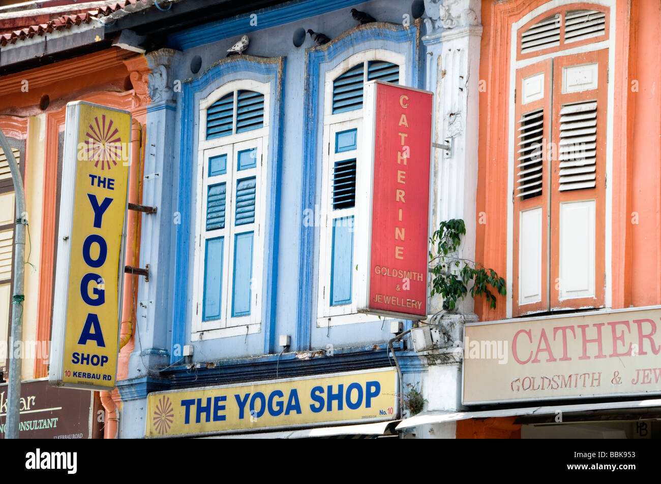 Colonial era restored shophouses in Little India Singapore 2009 - Stock Image