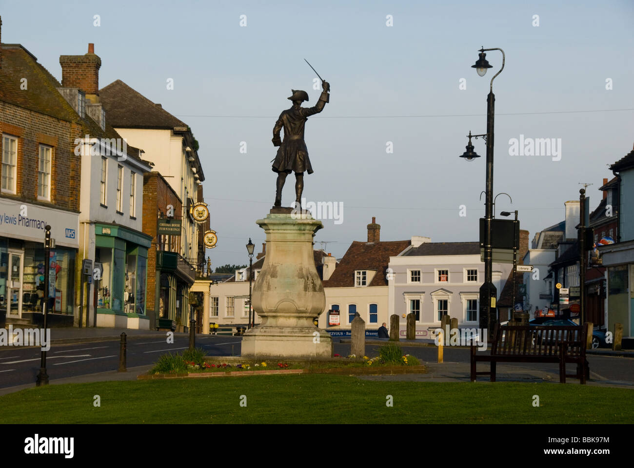Village green, Market Square and statue of General James Wolfe, Westerham, Kent, England - Stock Image