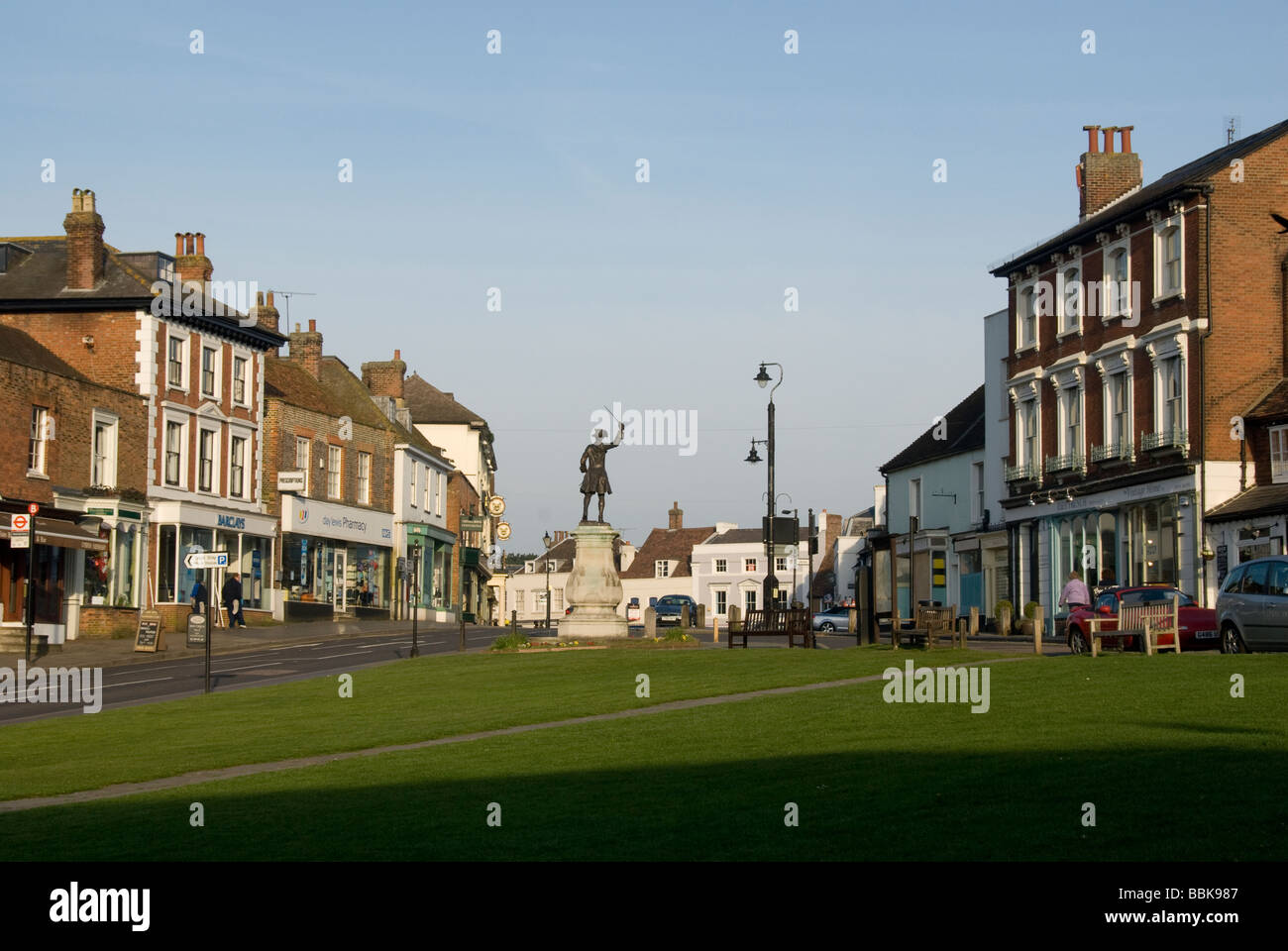 Village green and statue of General James Wolfe, Westerham, Kent, England - Stock Image