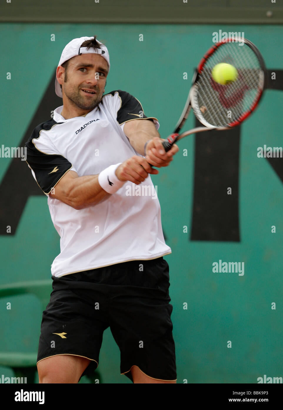 German player Nicolas Kiefer plays a backhand return at Roland Garros - Stock Image