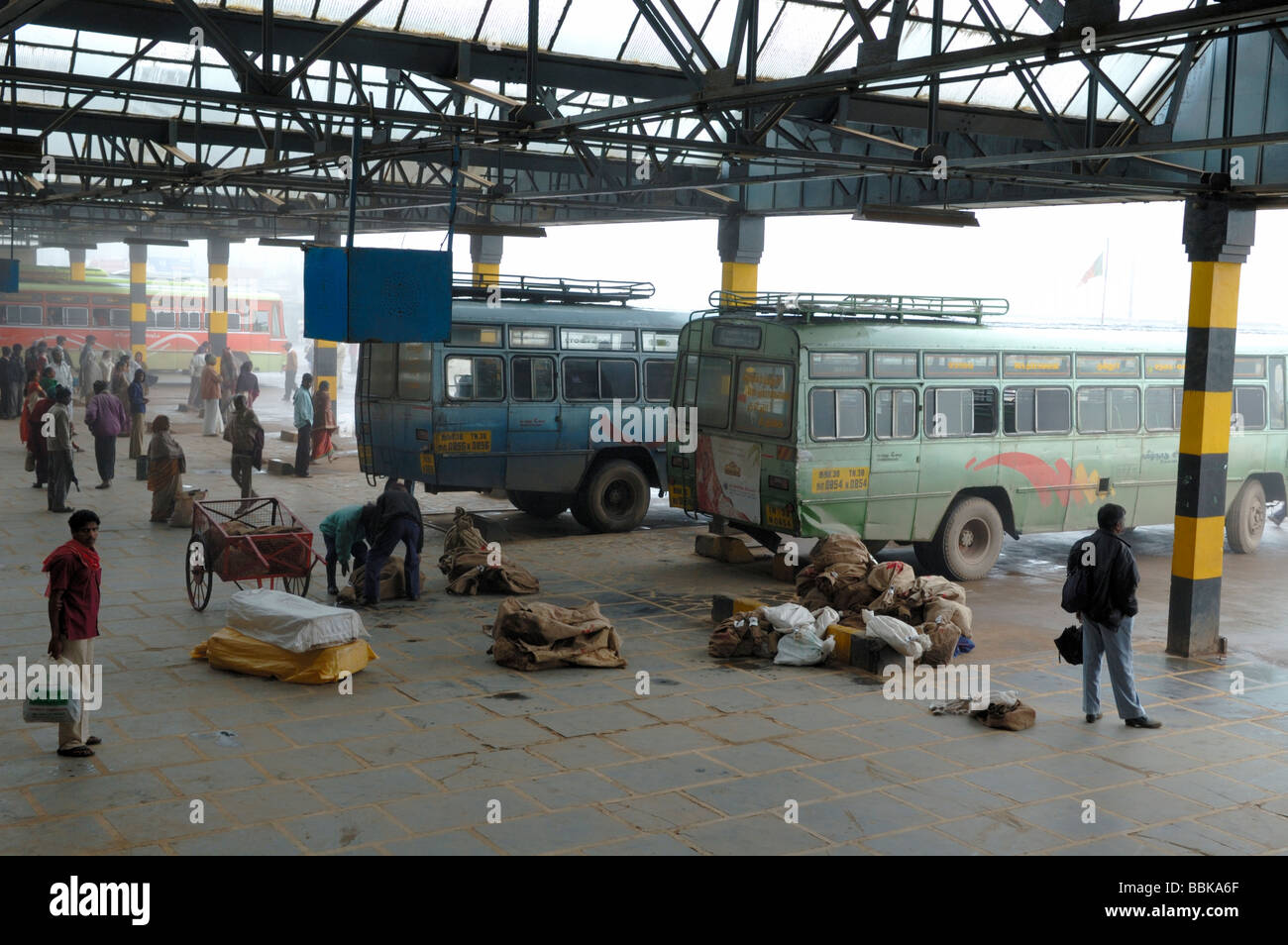 India Bus Stop Stock Photos & India Bus Stop Stock Images - Alamy