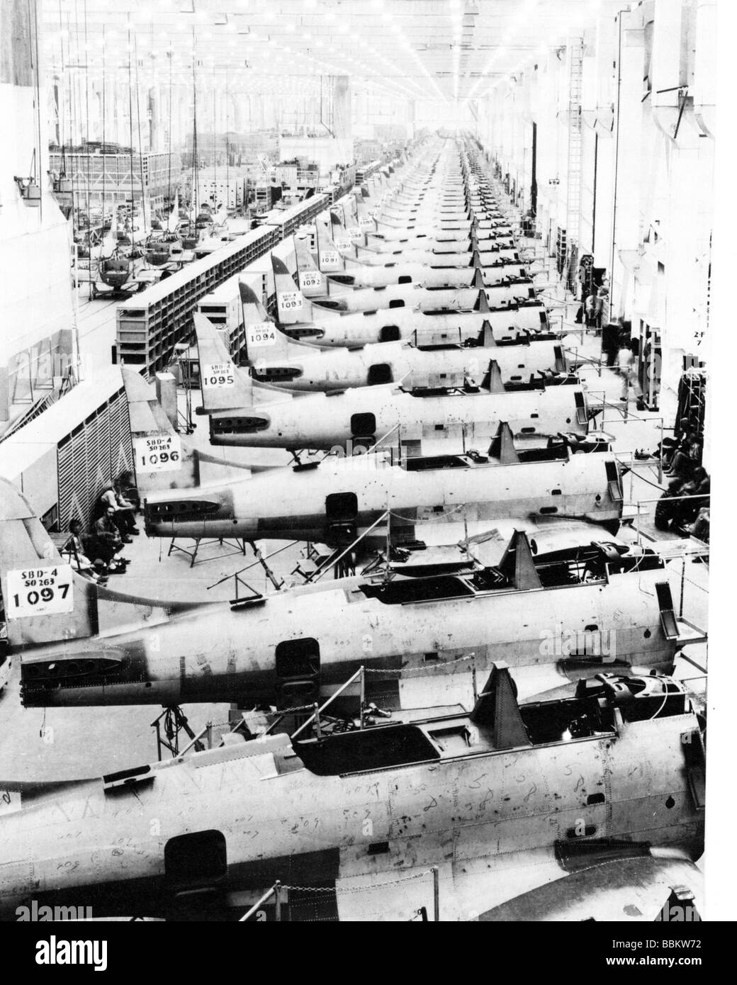 MASS PRODUCTION of Dauntless divebombers at the Douglas Aircraft factory in California in 1944 - Stock Image