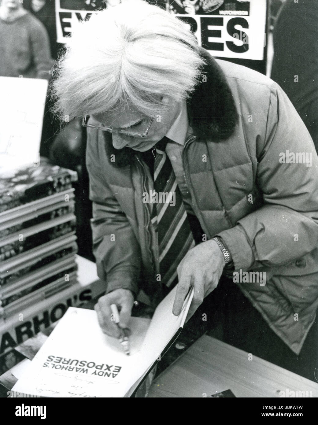 ANDY WARHOL US artist and film producer signs his autograph - Stock Image