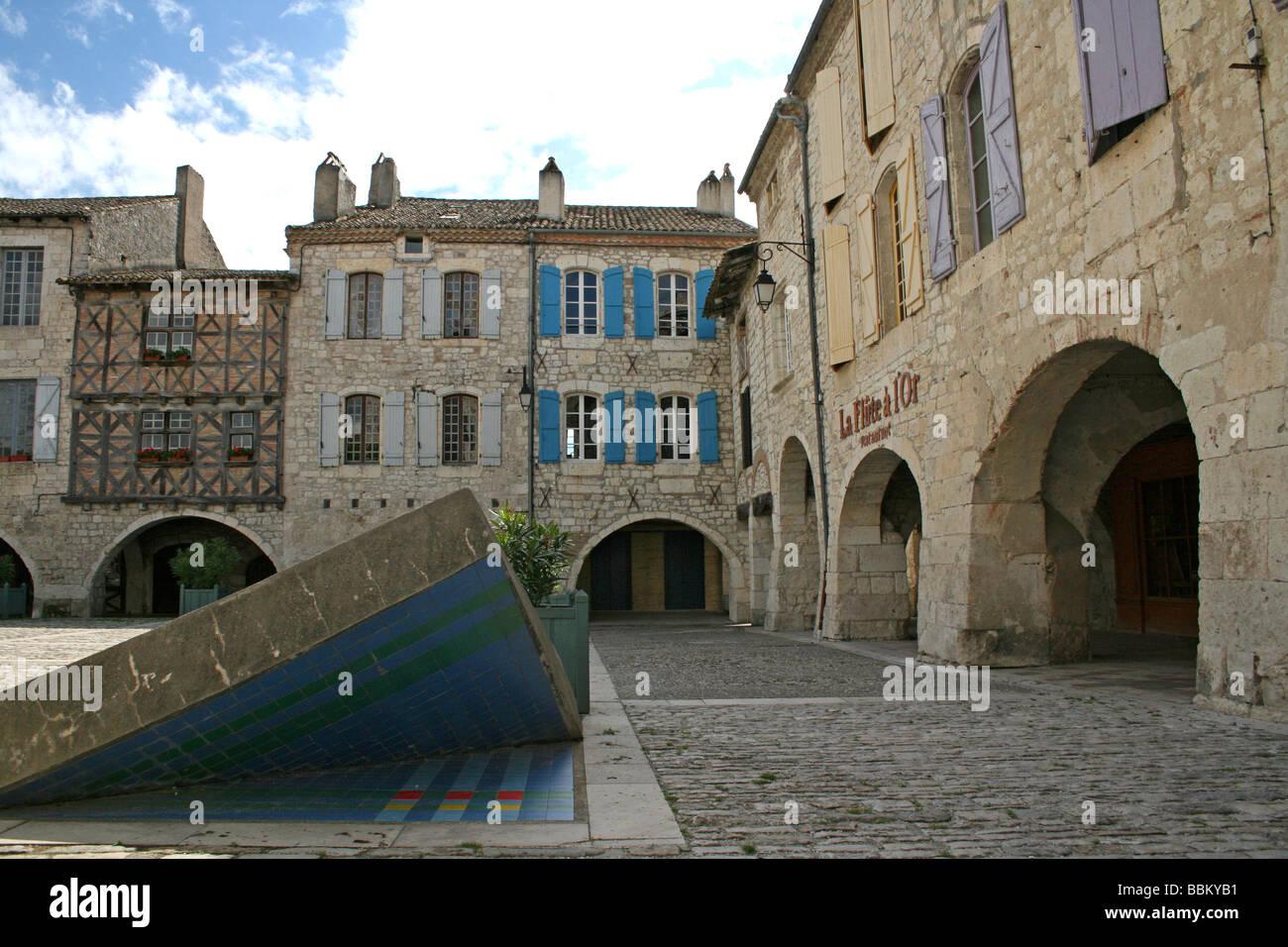 Place des Cornières: The Market Square In Lauzerte, Tarn-et-Garonne, Midi-Pyrénées, France Stock Photo