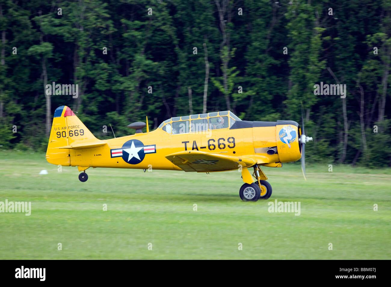 Ferte Alais North American T-6 Texan aircraft landing - Stock Image