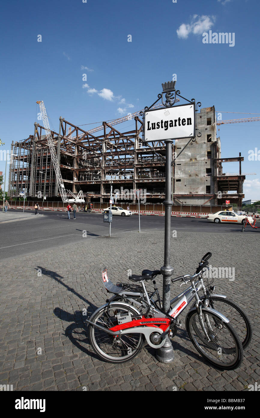 Lustgarten, sign and bicycles belonging to DB railways in front of the Palace of the Republic during deconstruction, - Stock Image