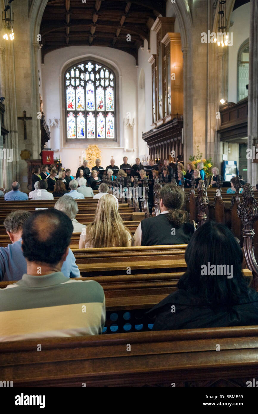 Church congregation listening to the choir singing, Great St Marys Church, Cambridge, UK - Stock Image