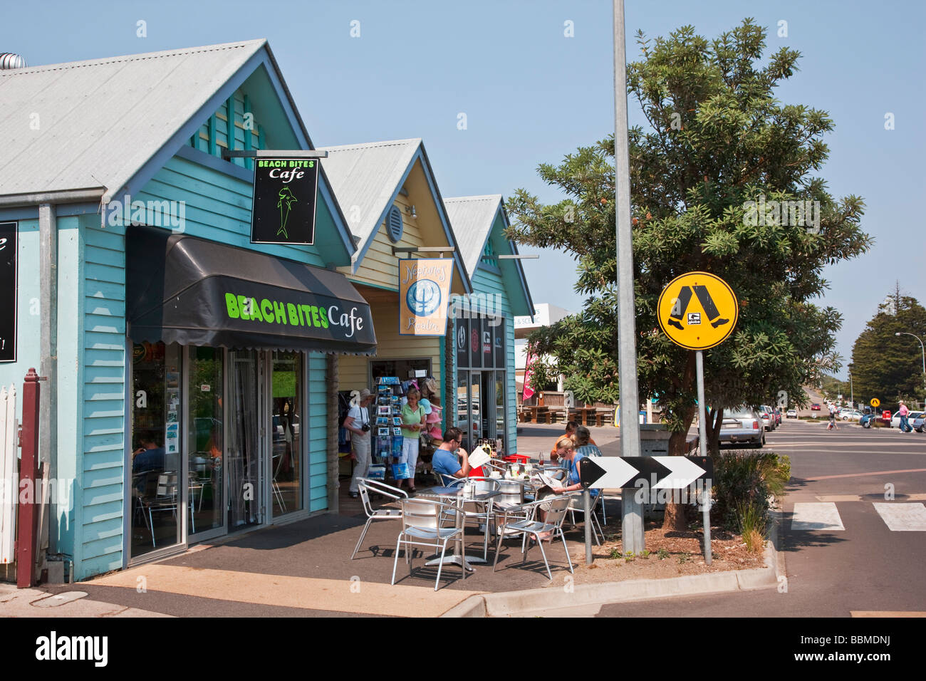 Australia, Victoria. A roadside café at Peterborough, a small town on the Great Ocean Road. - Stock Image