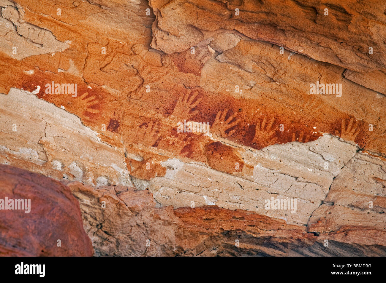 Australia, Northern Territory. Ancient Aboriginal art of the Aranda people at Wallace Rockhole. - Stock Image