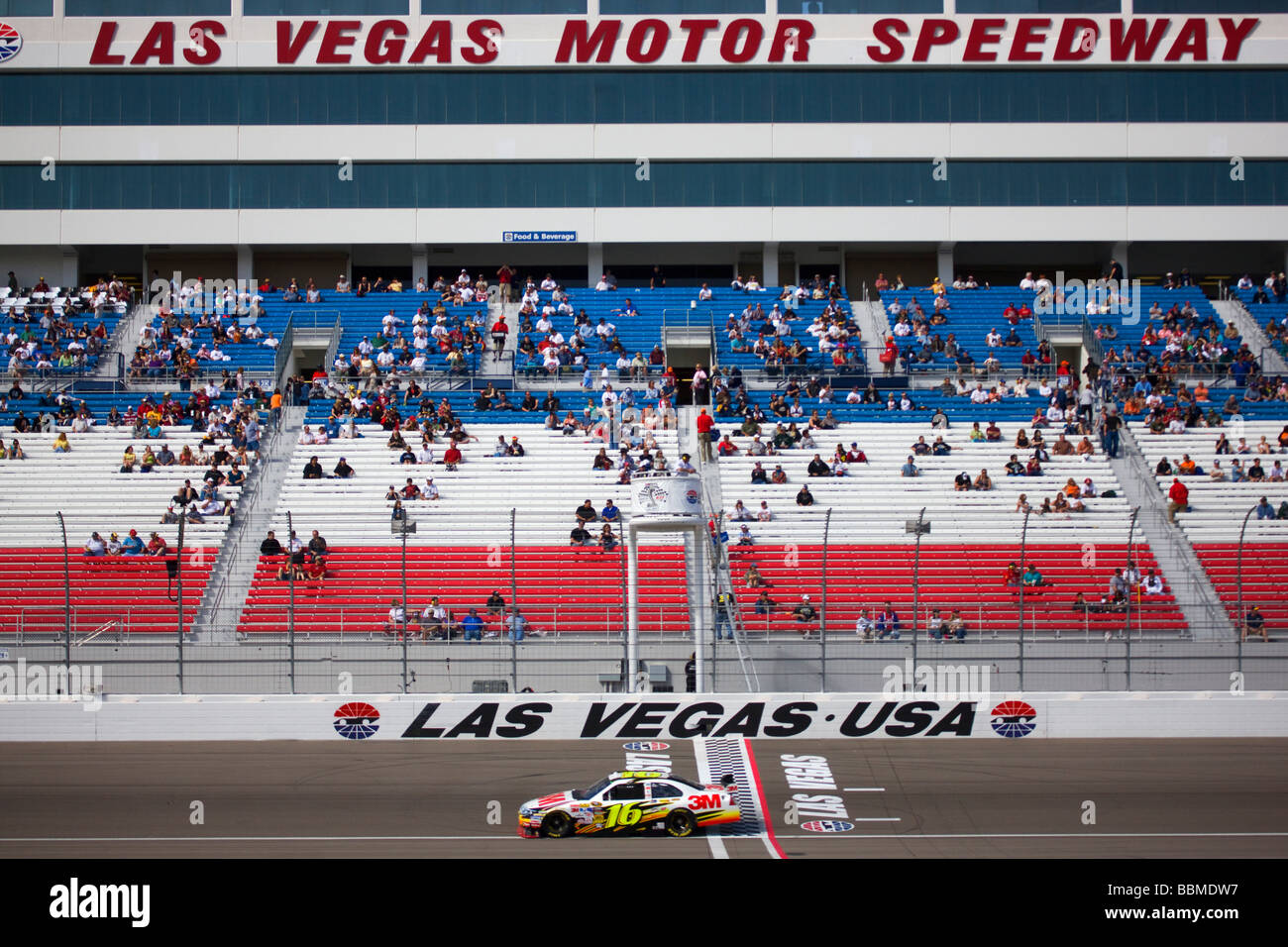 Qualifying for the Shelby 427 2009 NASCAR race at the Las Vegas Motor Speedway Las Vegas Nevada - Stock Image