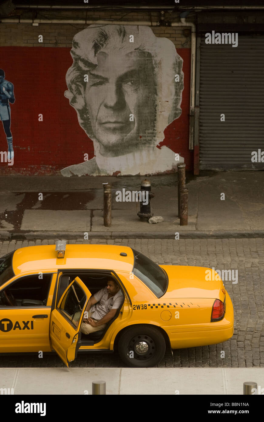 Taxi waits for fare in front of the Standard Hotel in the New York Meatpacking district - Stock Image