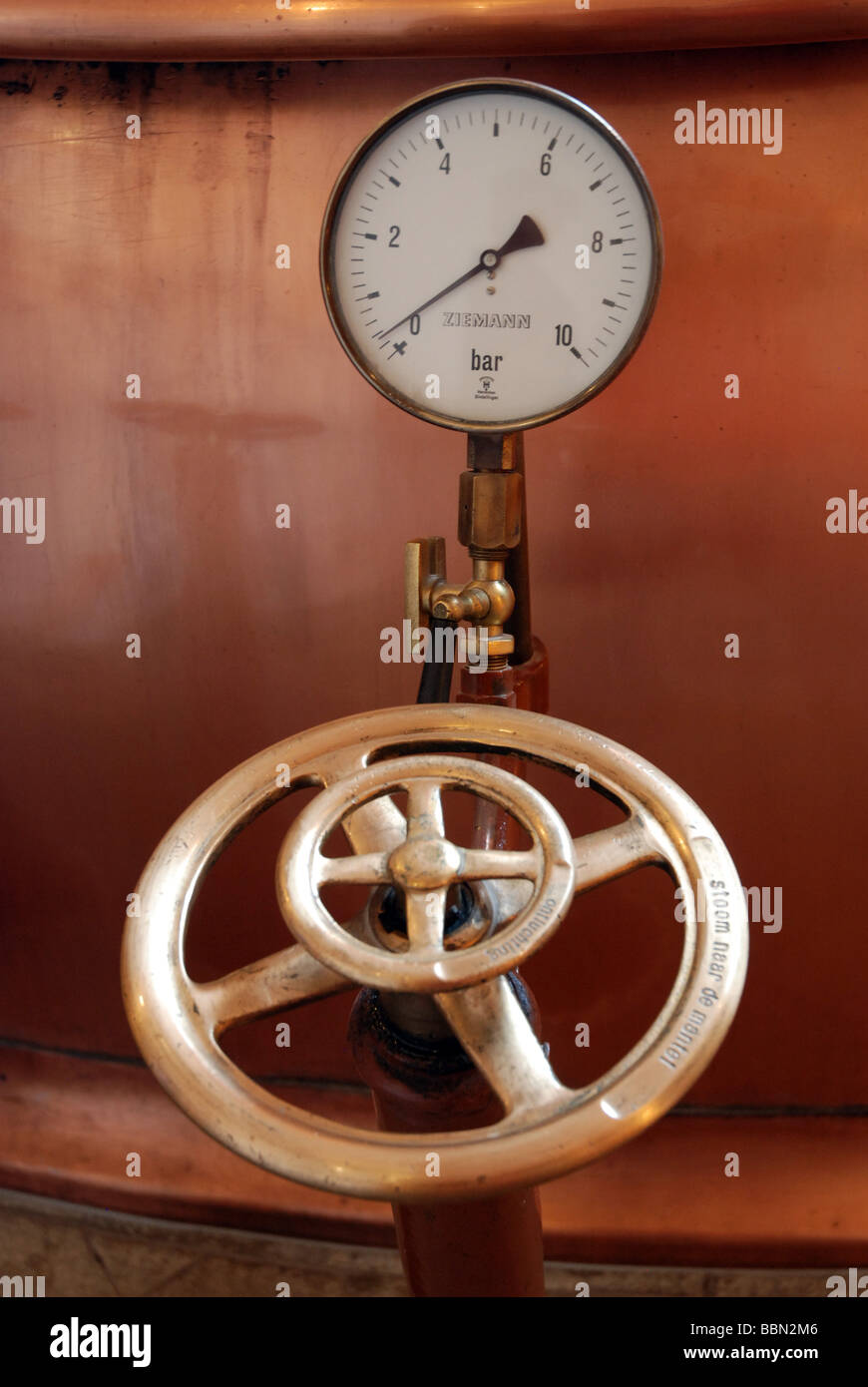 temperature gauge brass copper wheel valve amsterdam heineken - Stock Image