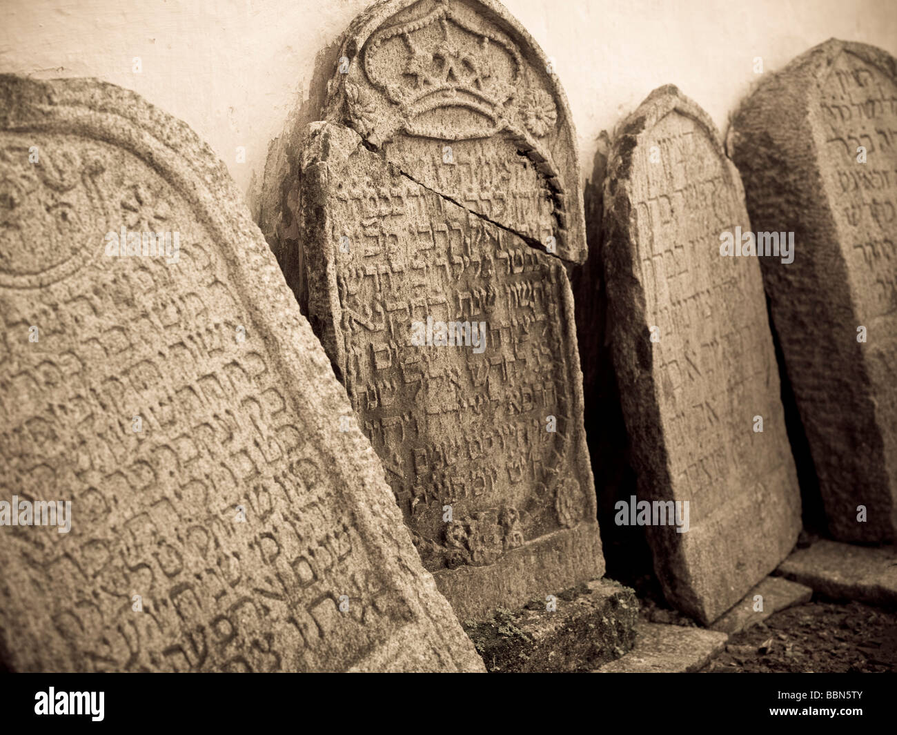 Jewtown,Cochin,India;Gravestones leaning against synagogue wall - Stock Image