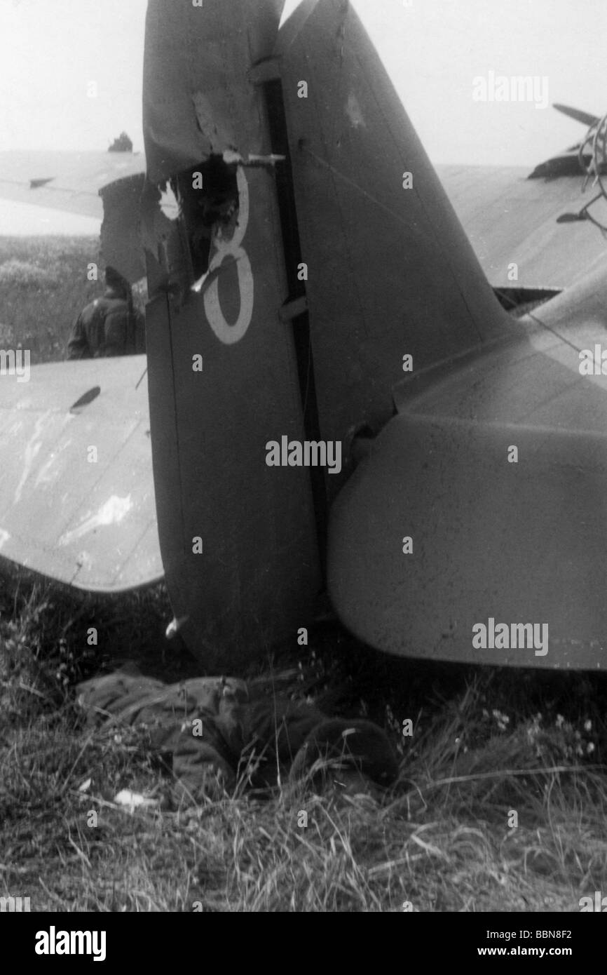 events, Second World War / WWII, aerial warfare, aircraft, crashed / damaged, Soviet bomber Tupolev ANT-40 (SB), Stock Photo