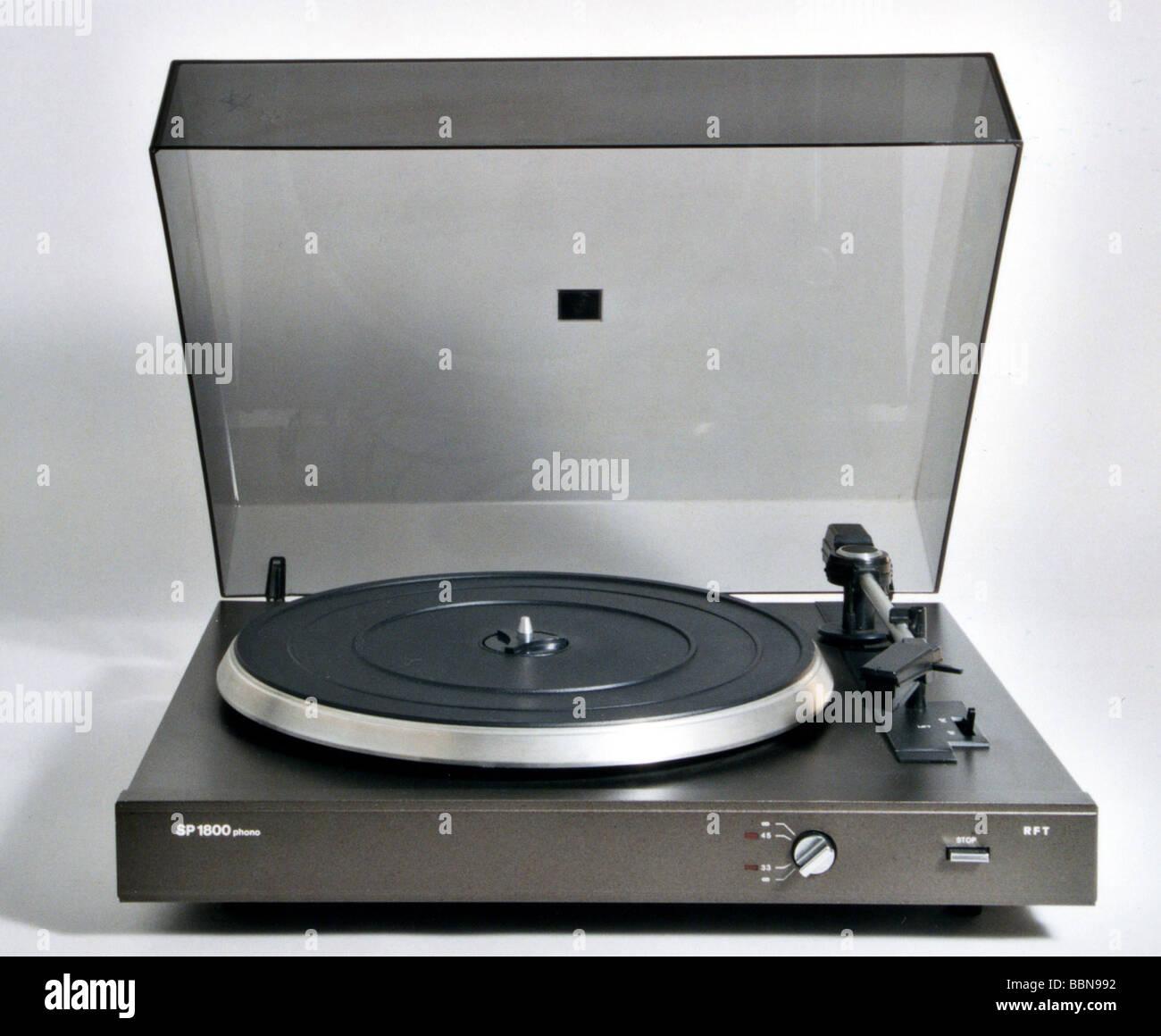 technics, full automatic stereo record player SP 1800, made by VEB Phonotechnik Zittau-Pirna, GDR, 1985, historic, - Stock Image